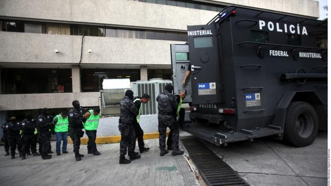 Police with links to organized crime detained in Guerrero