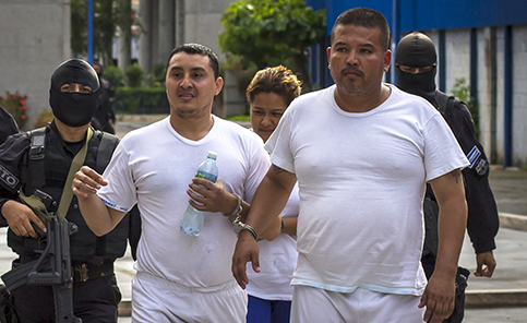Dany Romero (right) headed to court. by Salvador Meléndez/Factum