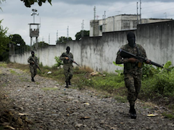 Soldiers on patrol outside a Salvadoran prison