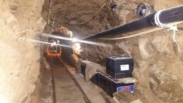 16-10-04-USMex-Border-Tunnel