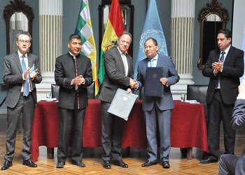 The UNODC and Bolivia signing the 2016-2020 Country Program