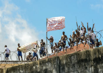 Inmates on the roof of State Penitentiary of Alcacuz during a riot on January 16.