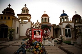 Mexico drug lords live on in narco graveyard for Cementerio jardin del mar
