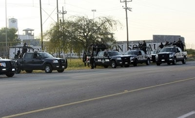 Mexican police outside Cereso prison, Piedras Negras