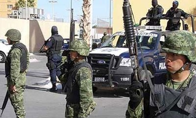 Soldiers and state police in Pachuca, Hidalgo