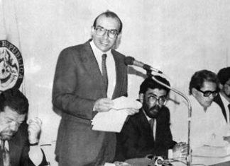 Negotiators at peace talks in Mexico in 1991