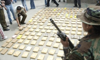 A Bolivian anti-narcotics official (r)
