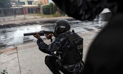 A Honduran police officer