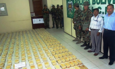 Bolivian officials with cocaine seizure