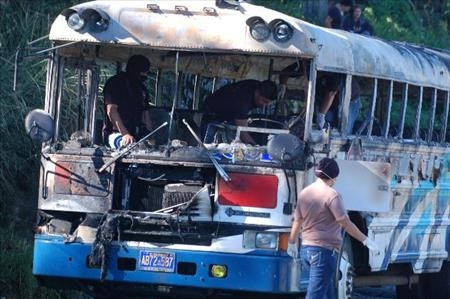 Bus burned in the central city of Cojutepeque