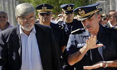 Eduardo Bonomi (left) with Uruguayan police