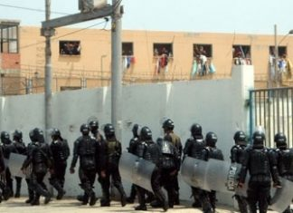 Police enter the Modelo prison in Barranquilla in 2012