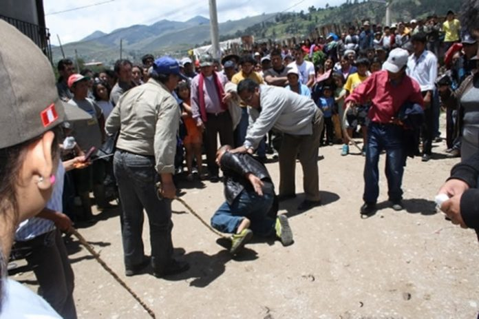 Cajamarca vigilantes beating an alleged thief