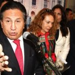Alejandro Toledo (front) and his wife (center)