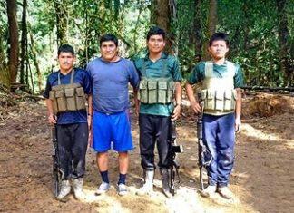 "Alias ""Raul"" with security team. Source: Caretas"