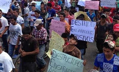 Employees of the Valles protest in Honduras