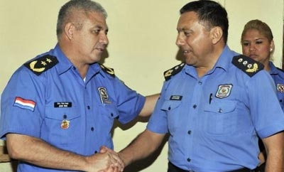 The director of Paraguay's 4th Police Zone (right)