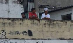 Suppossed gang lookouts in San Salvador
