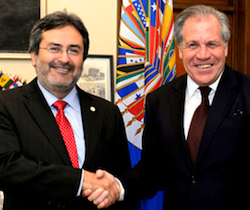 MACCIH spokesperson Juan Jiménez Mayor with OAS chief Luis Almagro