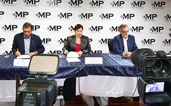Guatemala Officials announce the Cooperacha case. c/o elPeriodico