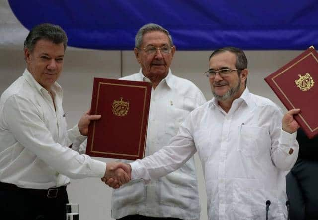 President Santos and FARC leader 'Timochenko' with the signed agreement