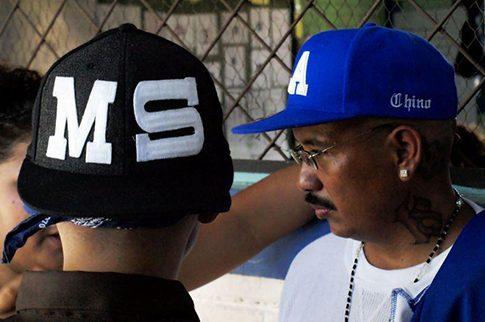 Gang rivals talk during the truce. c/o El Faro