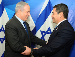 Israeli Prime Minister Benjamin Netanyahu and Honduran President Juan Orlando Hernandez in 2015