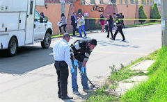 Investigators at the scene of Bermúdez's murder