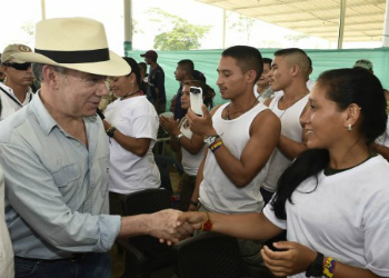 Colombian President Santos visiting a FARC concentration zone