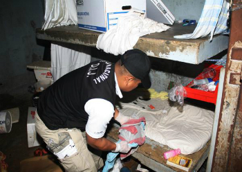 A police officer inspecting a cell in La Joyita, Panama