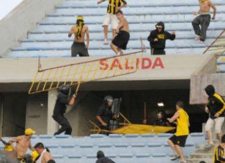 "Police confront Uruguay's ""barras bravas"""