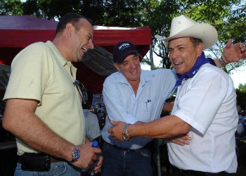 Herbert Ernesto Saca Vides (left).