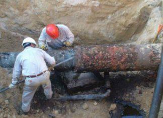 Pemex engineers repairing a pipeline in Mexico