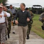 Colombia's Minister of Defense Luis Carlos Villegas and US Ambassador Kevin Whitaker in Necoclí