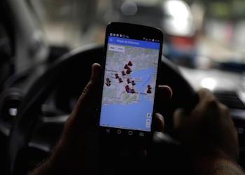 A Rio taxi driver uses the Onde Tem Tiroteio app