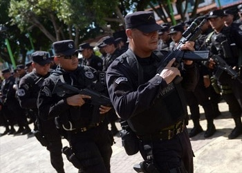 El Salvador police officers