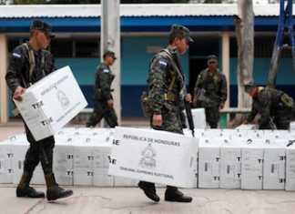 Soldados hondureños llevan a las urnas los insumos para las próximas elecciones