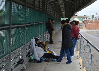 Mexican Officials Extort Asylum Seekers on Way to USA