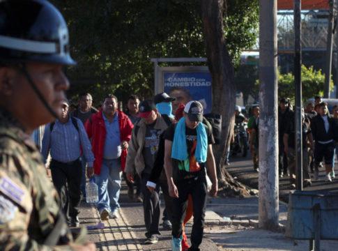 el salvador police man picture